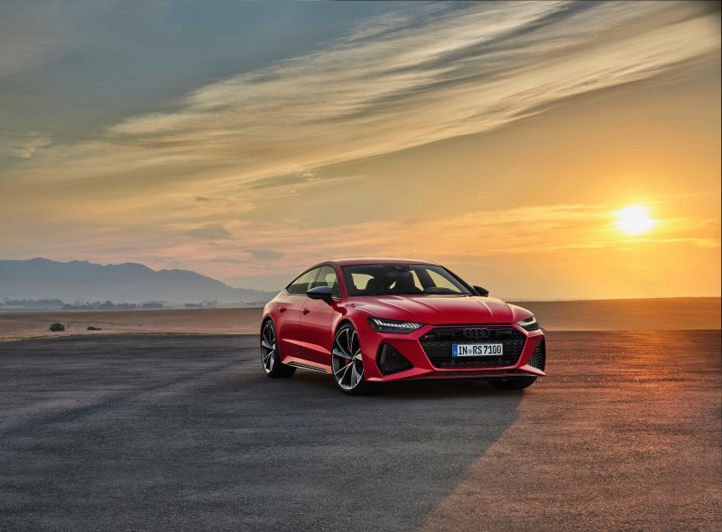 The Audi RS7 is a powerful, practical and powerful pseudo-coupe, with a 4-liter twin turbo V8 engine and an extraordinary look