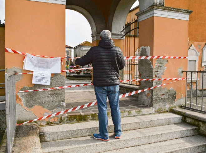 A cemetery closed due to coronavirus emergency in Casalpusterlengo