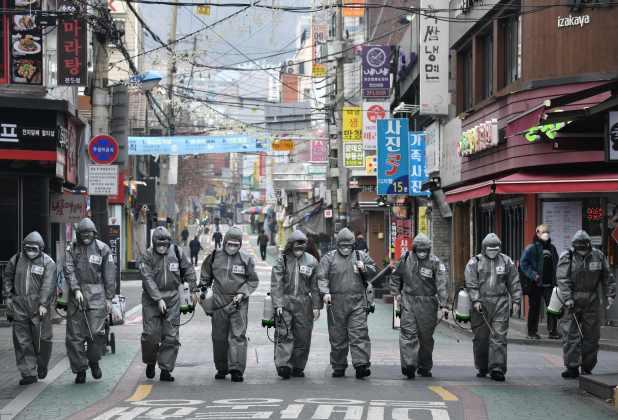 敦促从韩国返回症状的英国人进行自我检疫