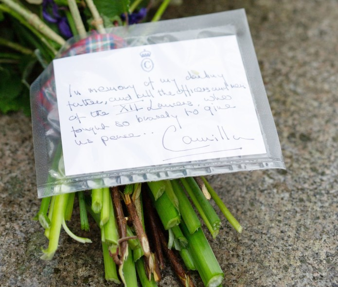 The Duchess of Cornwall paid a floral tribute with a touching note to her father
