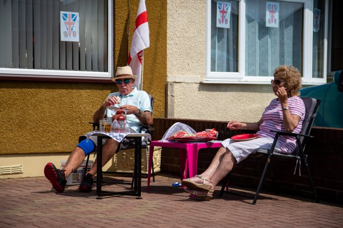 Couple enjoy picnic outside while British take to streets to mark 75 years of victory in Europe