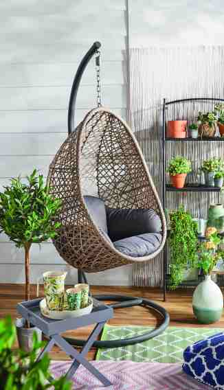 Aldi Shoppers Fuming As 150 Hanging Egg Chair Loved By Stacey Solomon And Mrs Hinch Sells Out In Hours