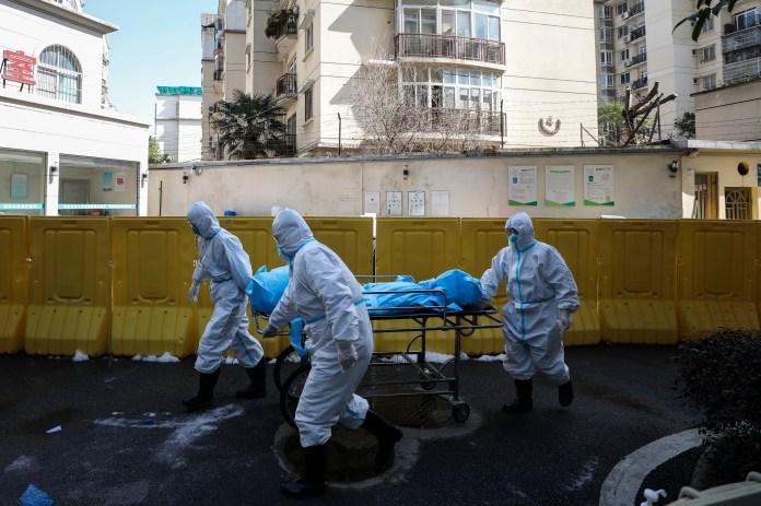 On pense que l'impact de la pandémie en cours aurait pu être minimisé si des mesures plus rapides avaient été prises