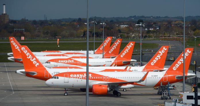 Laut BALPA, einer Pilotengewerkschaft, standen 727 Cockpit-Besatzungsmitglieder vor der Axt - rund jeder dritte der 2.300 easyJet-Piloten in Großbritannien.