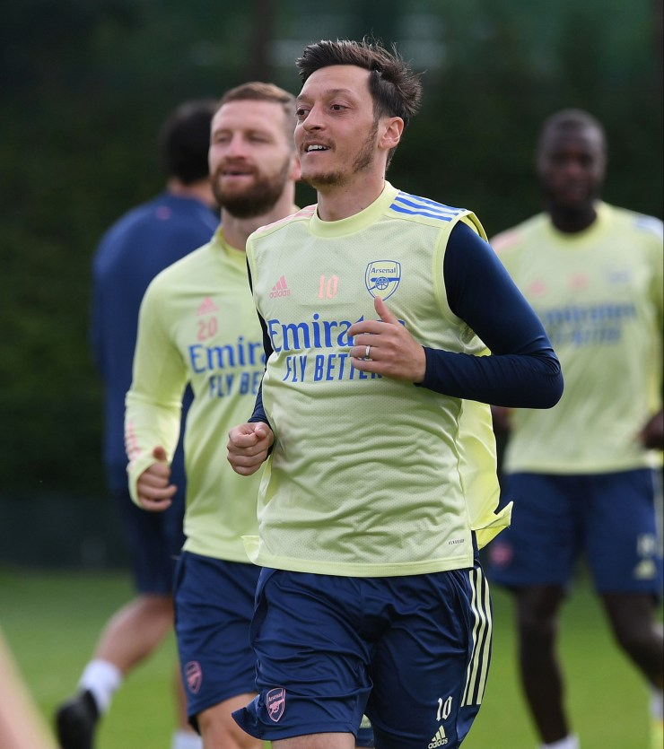 Mesut Ozil has reportedly snubbed a move to Fenerbahce