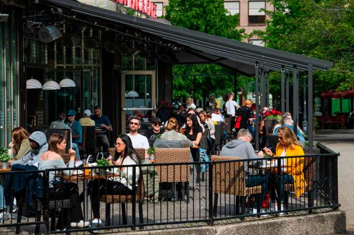 Bars and restaurants continued to operate in Sweden during the pandemic
