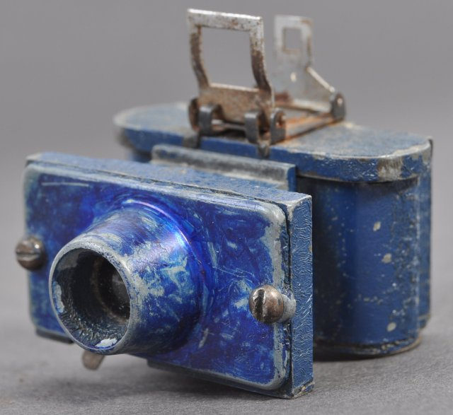 A rare Merlin Soe miniature camera is also up for sale