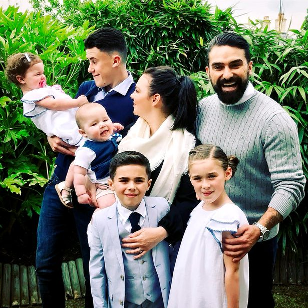 Ant with his wife and five children