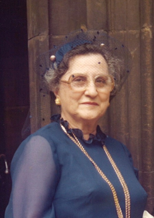 Pendant les attaques, Weir a déchiré des bagues en diamant des doigts de Mme Seferian, 83 ans
