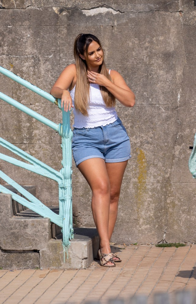 The actress then slipped into a pair of denim hotpants that showed off her gorgeous tan
