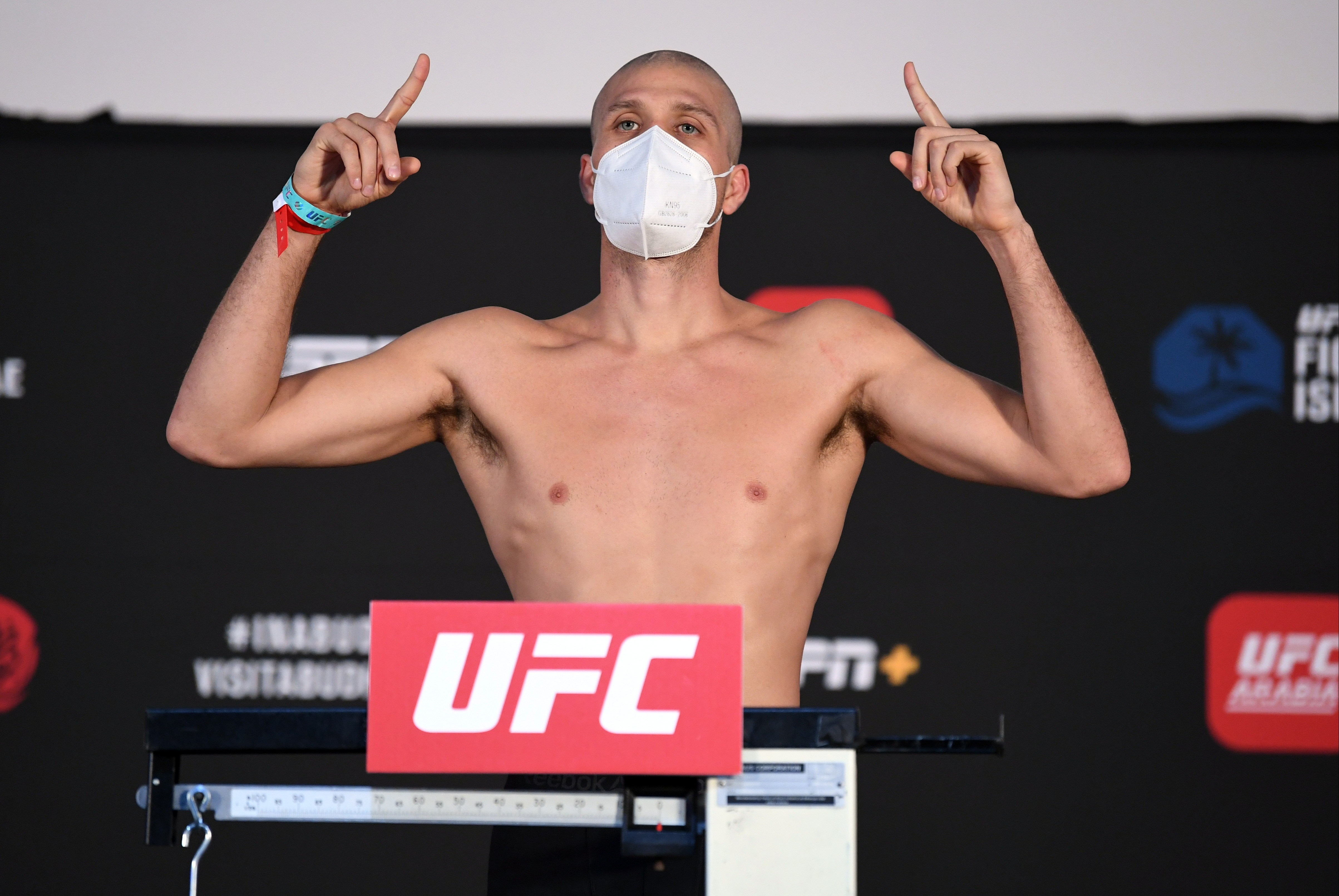 Brian Ortega shaves off long locks before UFC Fight Island 6 bout after training with Hollywood star Halle Berry