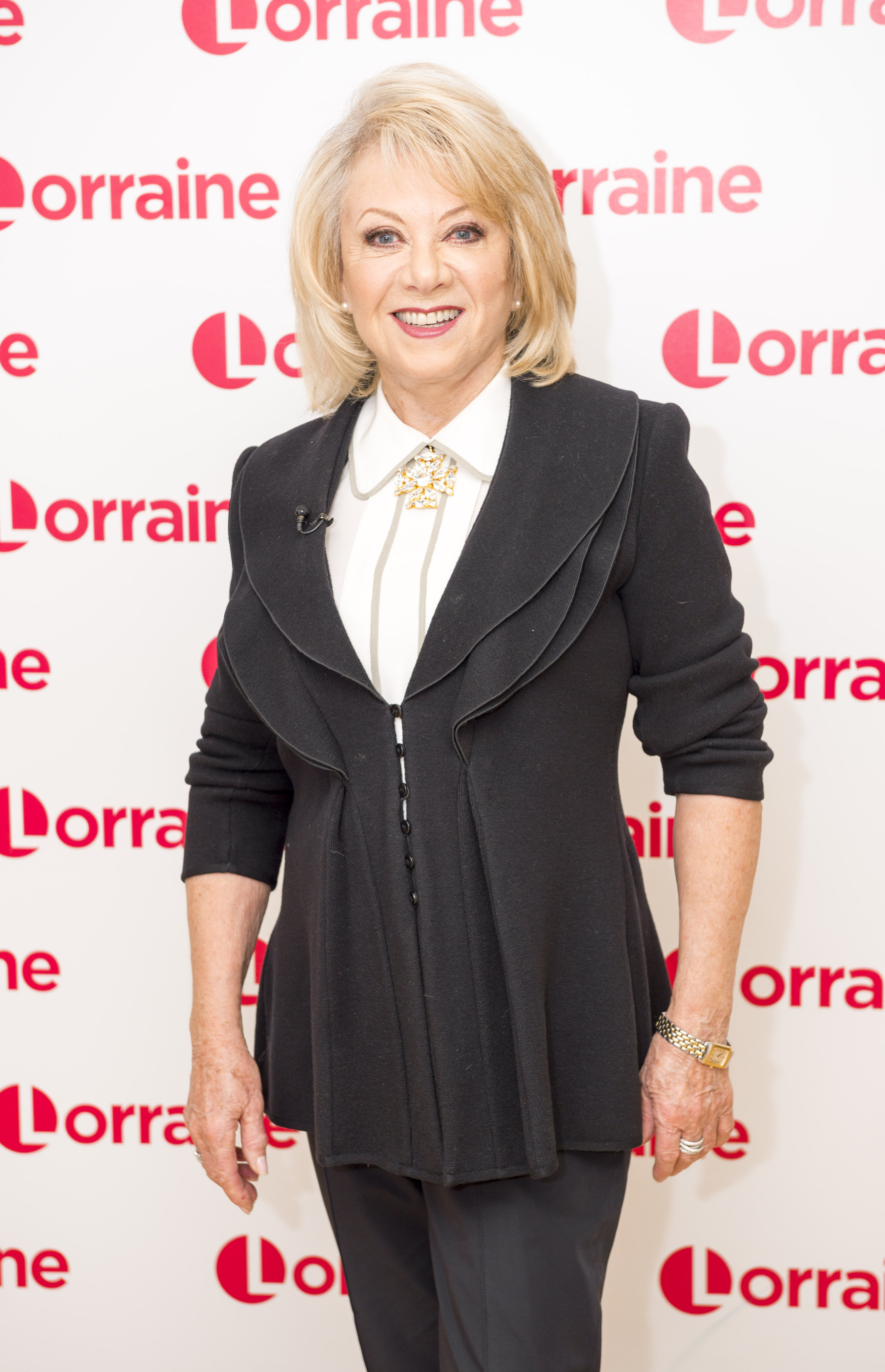 Cats star Elaine Paige is set to host the live pet adoption event