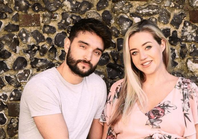ทอมและเคลซีย์ภรรยาที่ตั้งครรภ์