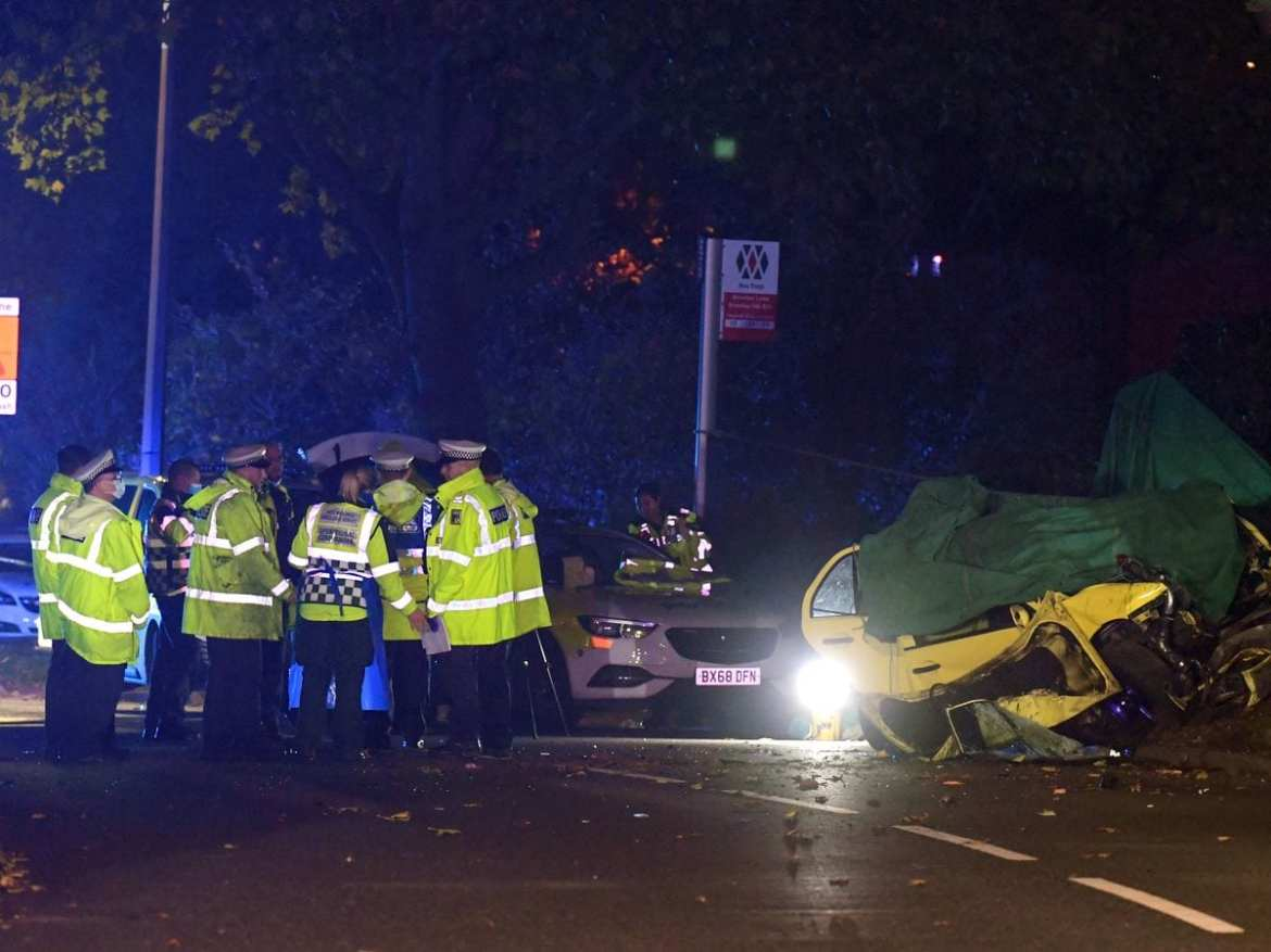 Three people have been killed after a car hit a tree in Kingswinford
