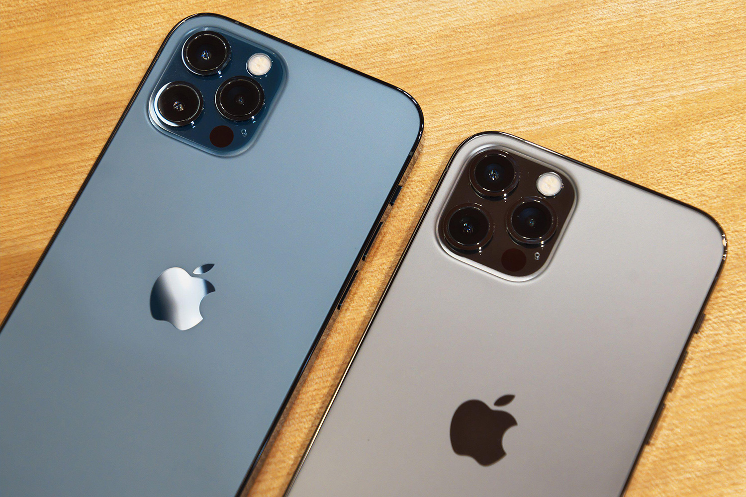 Tech fans can grab 50% off an iPhone 12 when they take out a 30GB deal