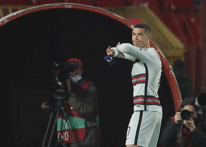 CR7 unceremoniously ditched the armband last weekend
