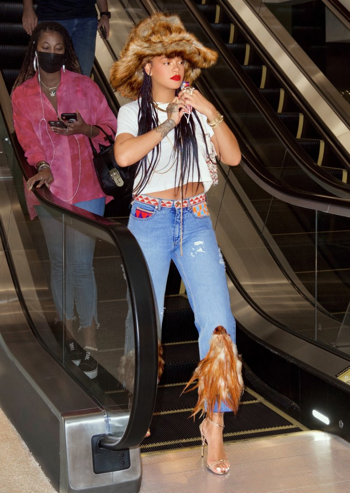 The pop diva visited after normal hours on Wednesday night, enjoying a one-hour private shop