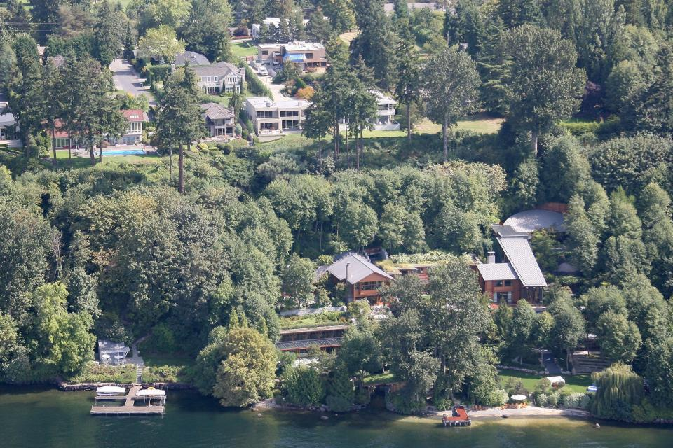 Bill Gates and his family live in this $135 million home overlooking Lake Washington