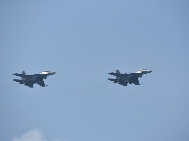 Fighter jets harassing a Dutch frigate