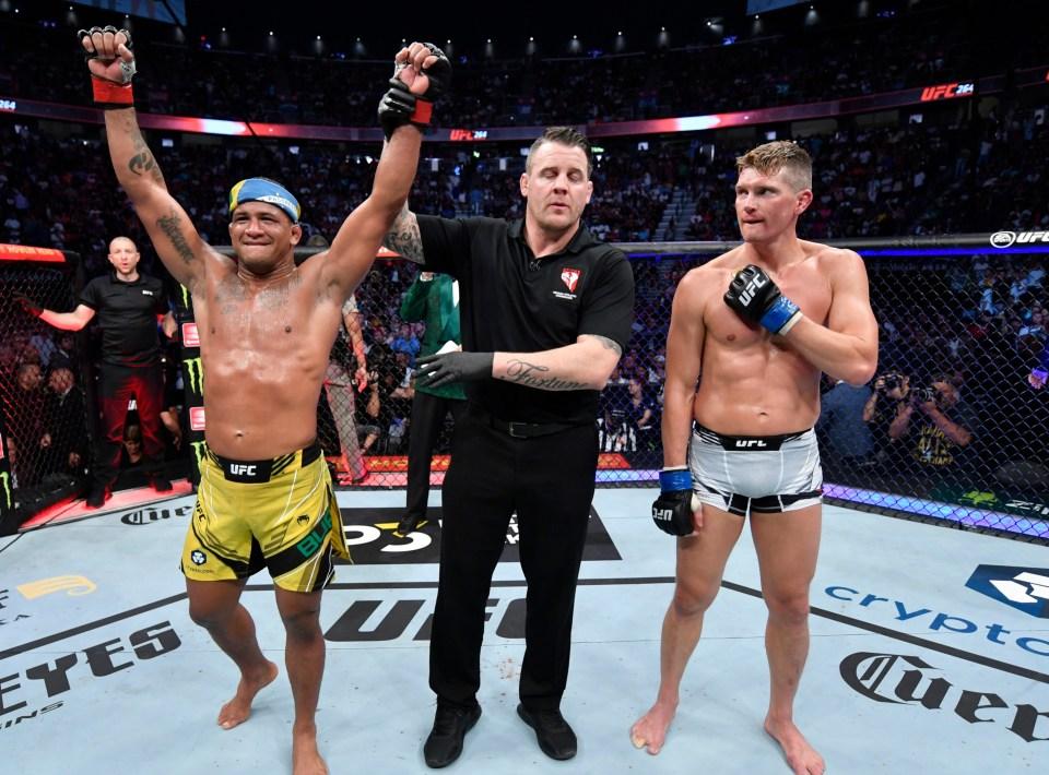Stephen 'Wonderboy' Thompson lost to Gilbert Burns at UFC 264