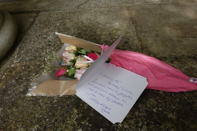 Fans have left heartfelt notes for Princess Diana at the grave