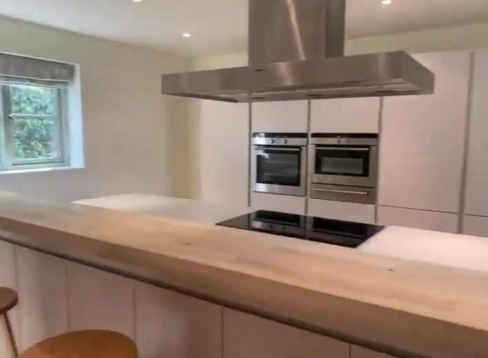 Faye tells Property 2 her 'dream home'