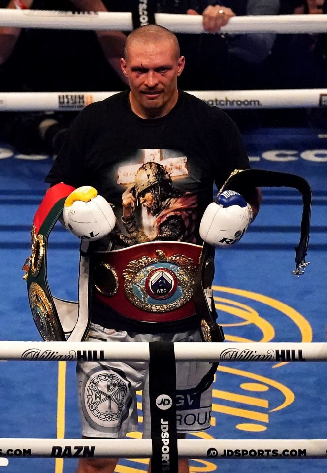 The new champion puts his belt inside the ring after the results are out