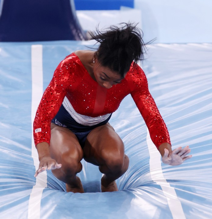 Gymnast stumbles while trying to take down her vault in team finals