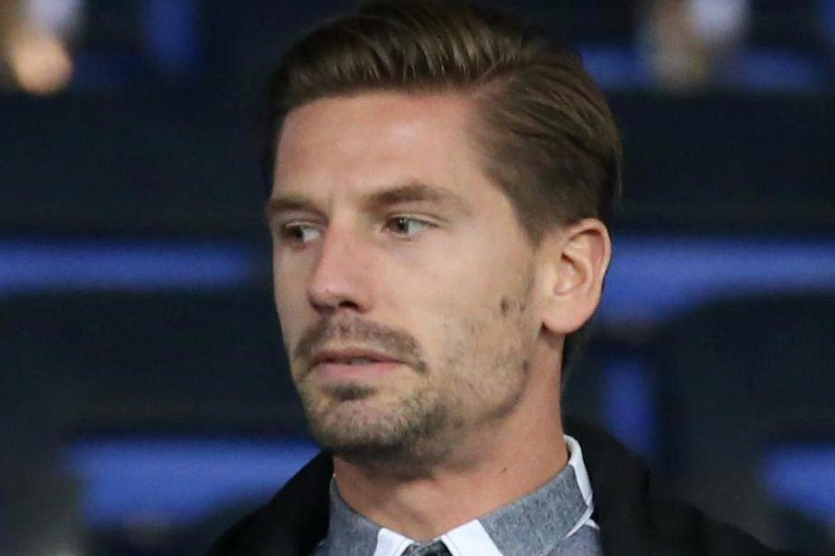 Adrien silva can only watch new leicester team mates through window for Adrien harper watches
