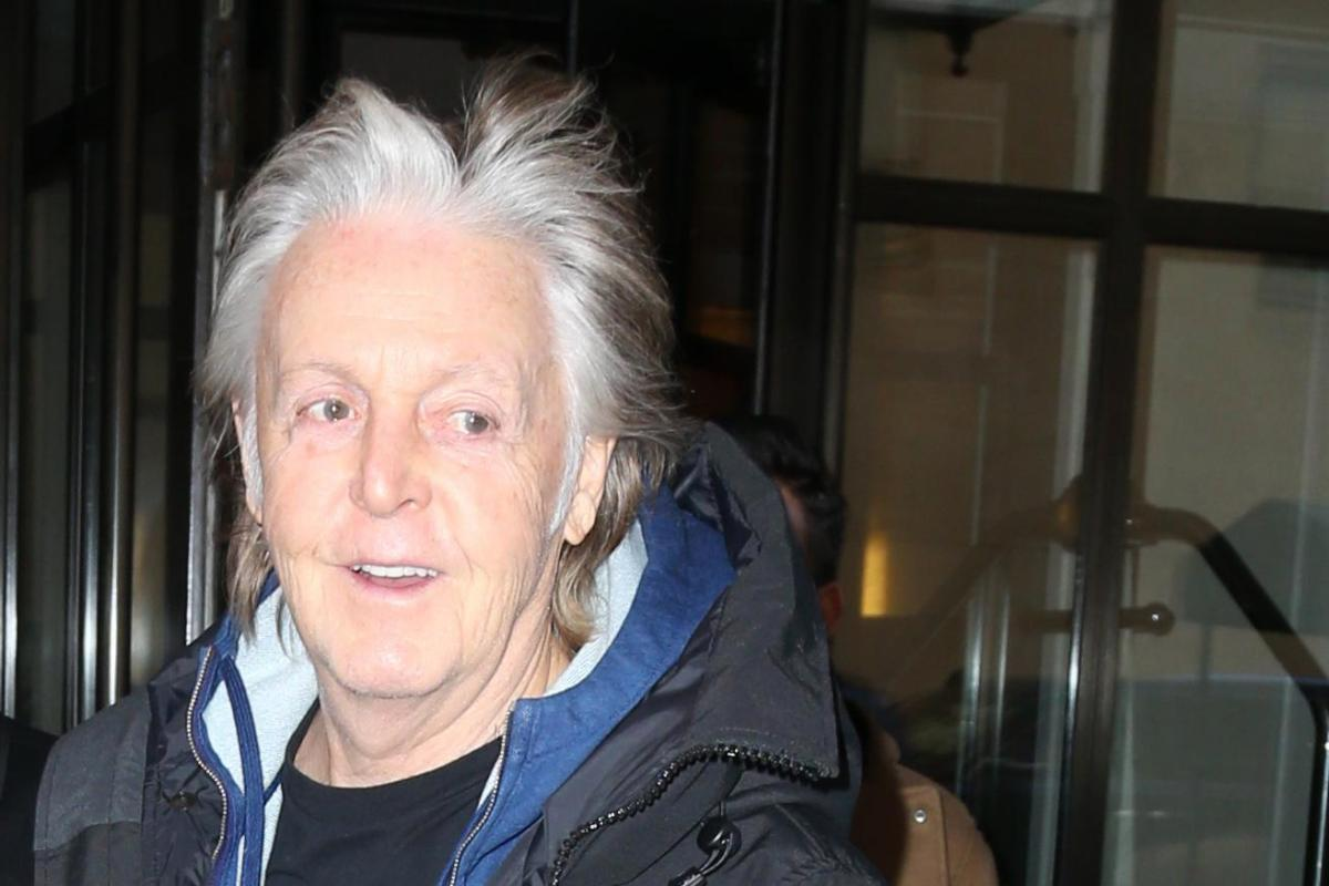 sir paul mccartney ditches hair dye and sports silver hair in new york ahead of book release. Black Bedroom Furniture Sets. Home Design Ideas