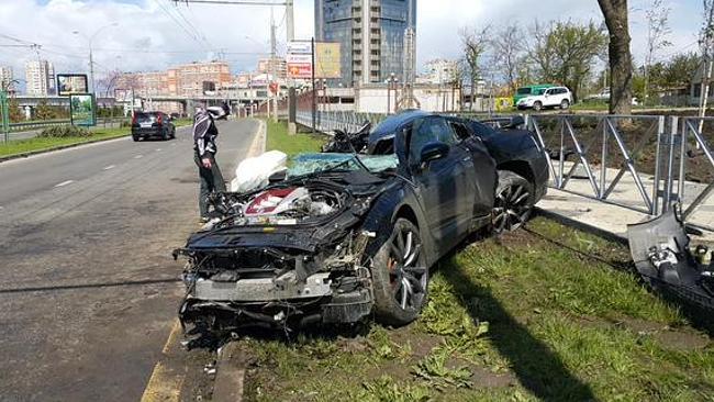 Andrey Yeshchenko Nissan GTR crash 1