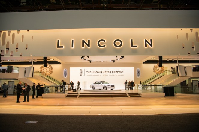 Lincoln Continental- 2016 Detroit Auto Show-5