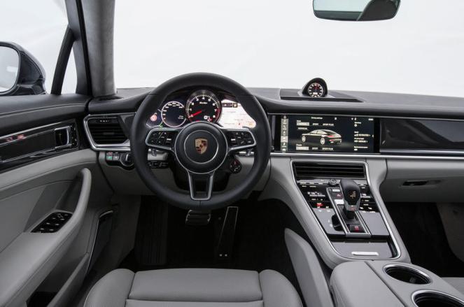 2017 Porsche Panamera interior-6