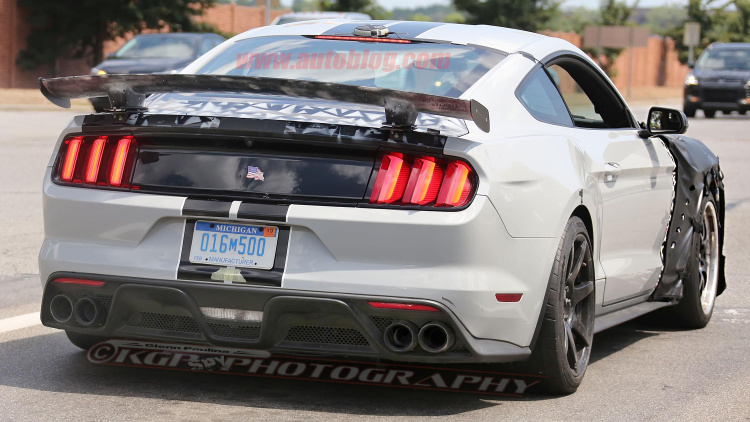 Ford Shelby Mustang GT500 spy shots-6
