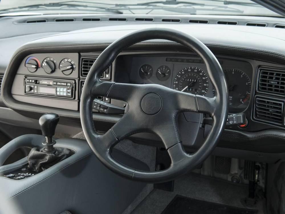 Jaguar XJ220 4