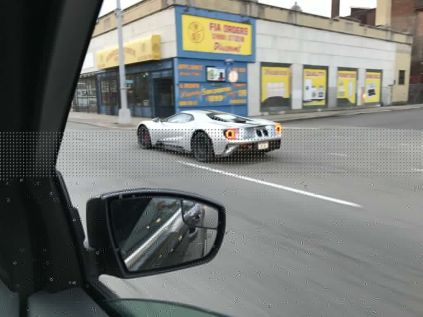 Reddit user spots Silver Ford GT cruising around Detroit-4