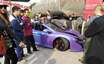 Purple McLaren 650S Spider Crash-China-2