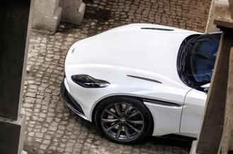 Aston Martin DB11-AMG V8-9