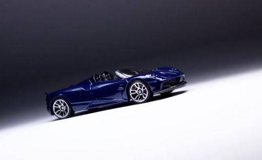 Pagani Huayra Roadster-Hot Wheels Exotic-1