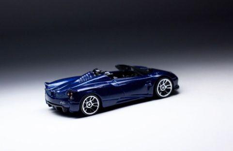 Pagani Huayra Roadster-Hot Wheels Exotic-2