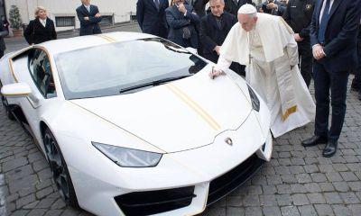 pope-francis-signed-lamborghini-huracan-2