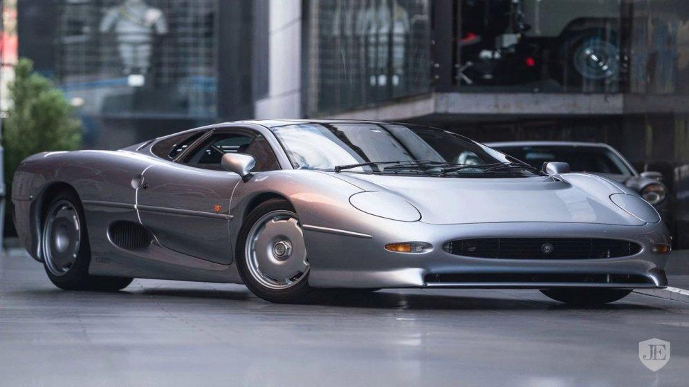 1993-jaguar-xj-220-for-sale-01