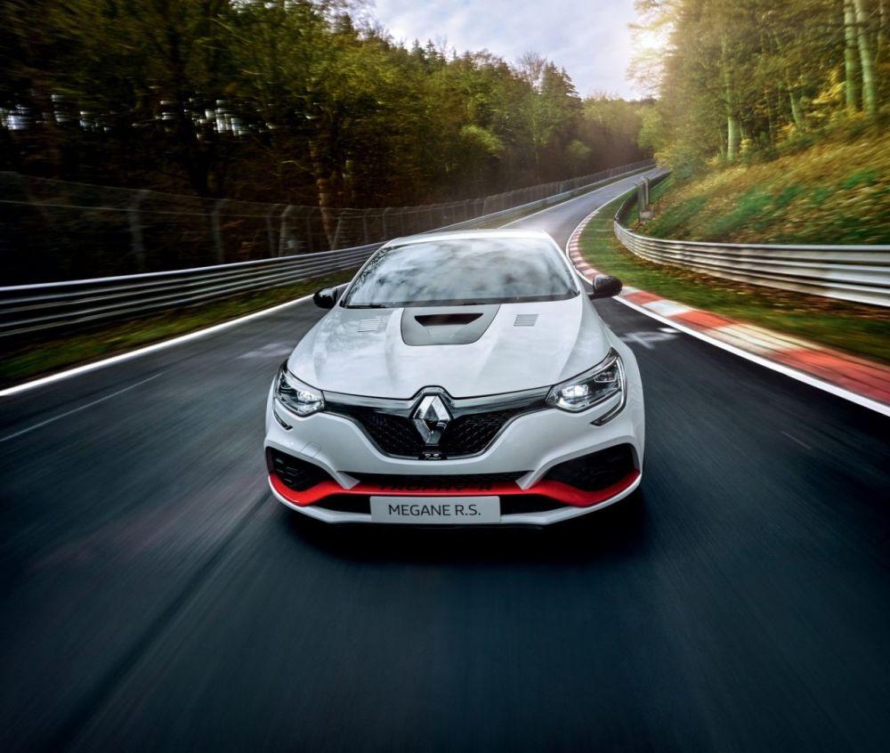 Renault-Megane-Trophy-R-Nurburgring-lap record-2
