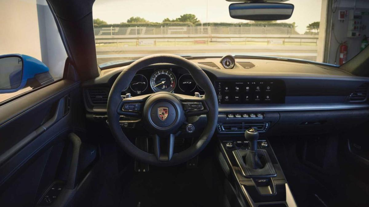 2022-porsche-911-gt3-кабина