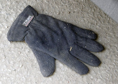 Insulated glove, Eklundsgatan, Gothenburg, Sweden 30 Mar '11 07.44