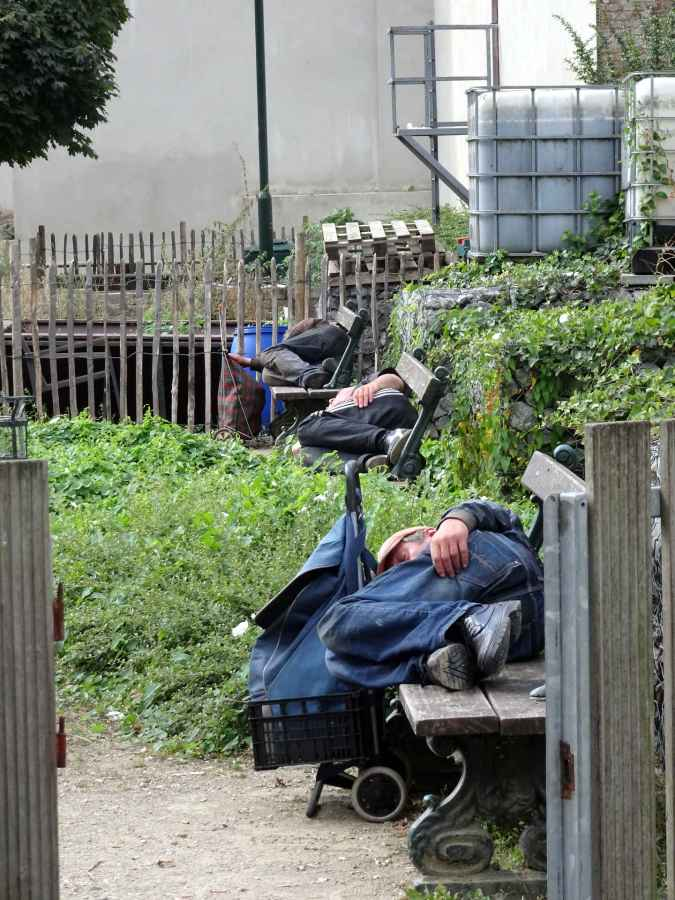 The sleeping homeless - behind Square Jaques Brel