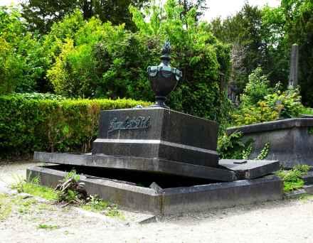 Deiweg cemetary the open tomb