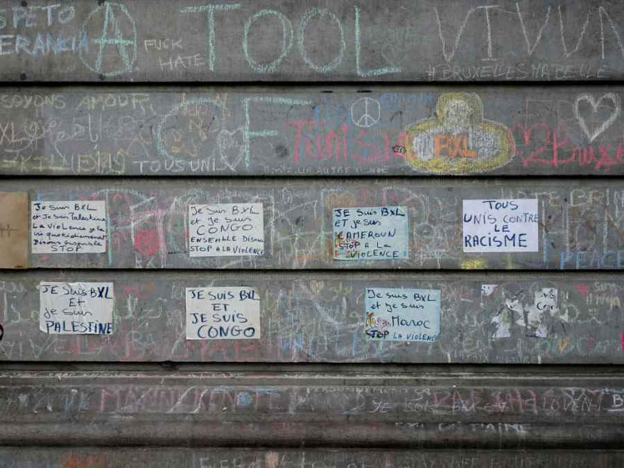 Messages at the Bourse