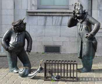 20 Figures with snails in Namur 1