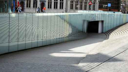 33 Reflective underpass in Leuven